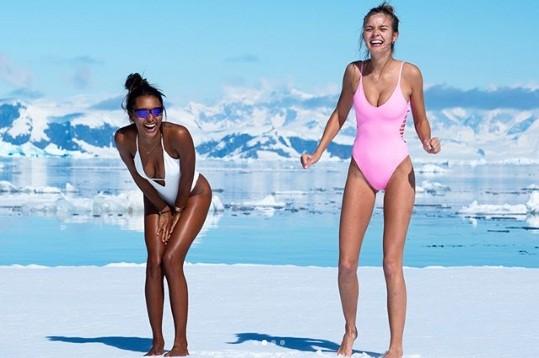 Bộ đôi thiên thần nội y thả dáng 'nóng rực' ở biển Caribe ảnh 11