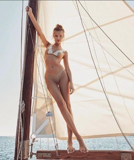 'Chân dài' Ba Lan diện bikini bốc lửa ở hòn đảo thiên đường Santorini ảnh 9