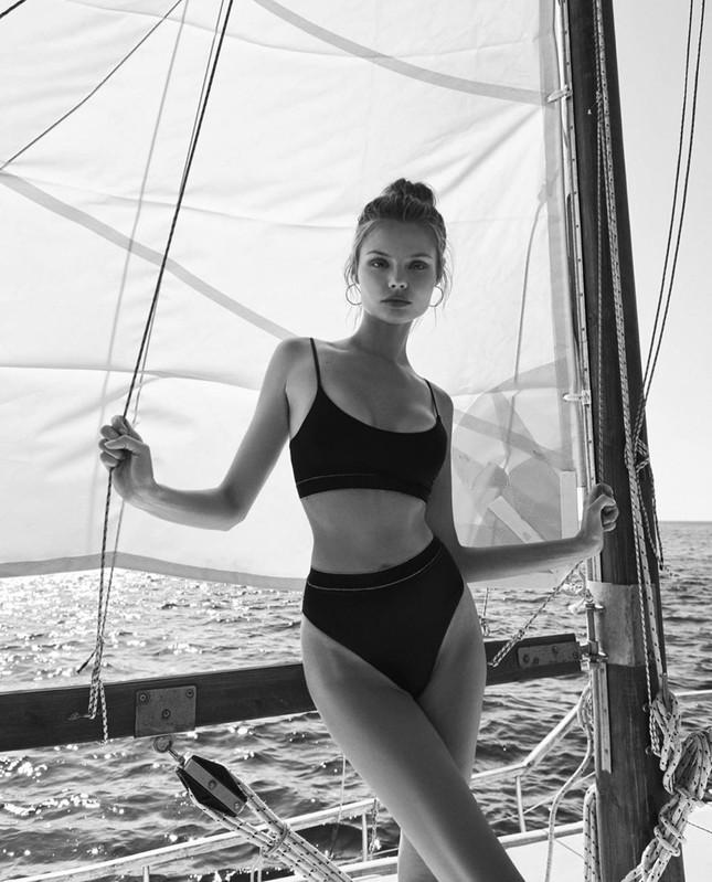'Chân dài' Ba Lan diện bikini bốc lửa ở hòn đảo thiên đường Santorini ảnh 8