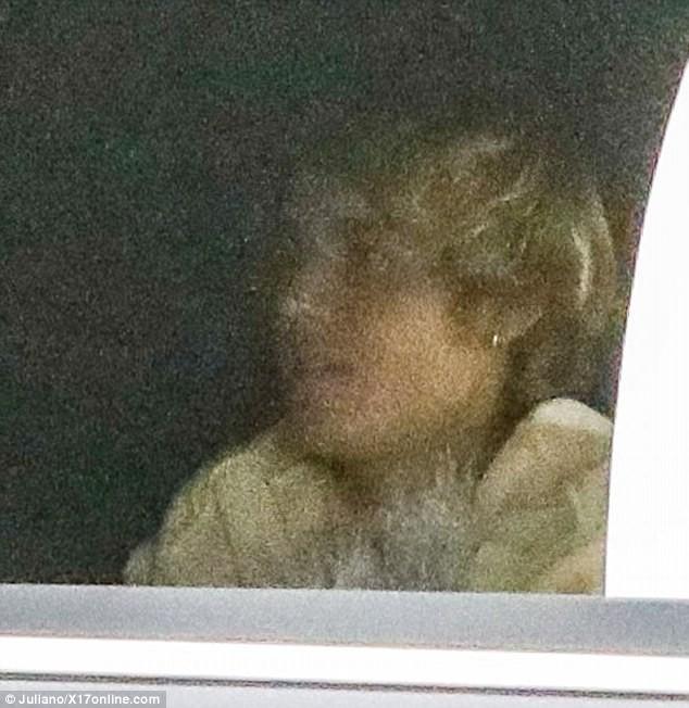 Selena Gomez đầy sức sống, đón Valentine sớm bên bạn trai Justin Bieber ảnh 2