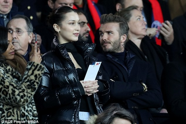 David Beckham trò chuyện thân mật cùng nàng mẫu gợi cảm Bella Hadid ảnh 9