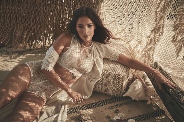 Mỹ nhân 'Transformers' Megan Fox gợi tình với nội y ren ảnh 1