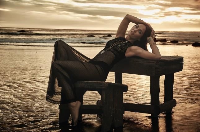 Mỹ nhân 'Transformers' Megan Fox gợi tình với nội y ren ảnh 7