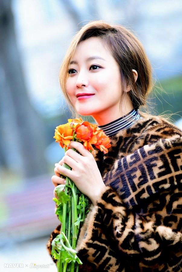 Kim Hee Sun trẻ đẹp ngỡ ngàng trên đất Ý ảnh 14