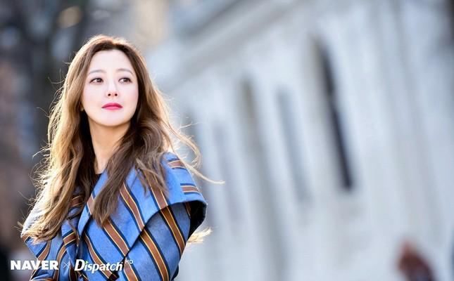Kim Hee Sun trẻ đẹp ngỡ ngàng trên đất Ý ảnh 1