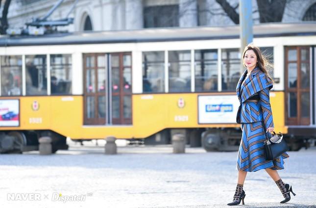Kim Hee Sun trẻ đẹp ngỡ ngàng trên đất Ý ảnh 10