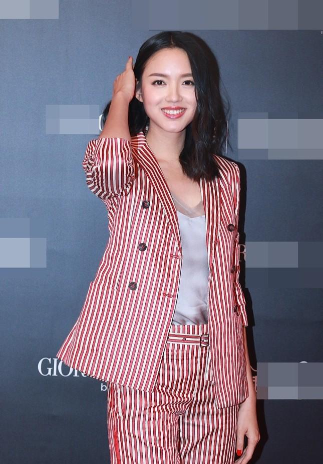 Hoa hậu Thế giới Trương Tử Lâm đón sinh nhật cùng con gái ở Disneyland ảnh 12