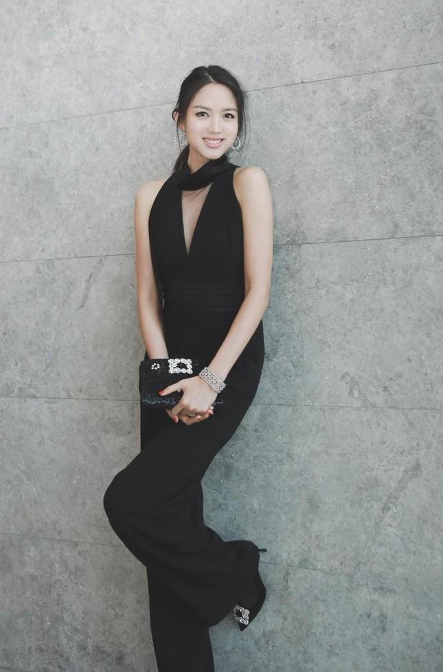 Hoa hậu Thế giới Trương Tử Lâm đón sinh nhật cùng con gái ở Disneyland ảnh 14