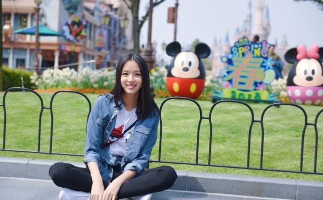 Hoa hậu Thế giới Trương Tử Lâm đón sinh nhật cùng con gái ở Disneyland ảnh 5