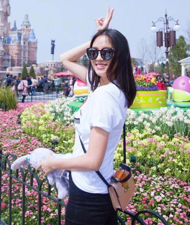 Hoa hậu Thế giới Trương Tử Lâm đón sinh nhật cùng con gái ở Disneyland ảnh 4