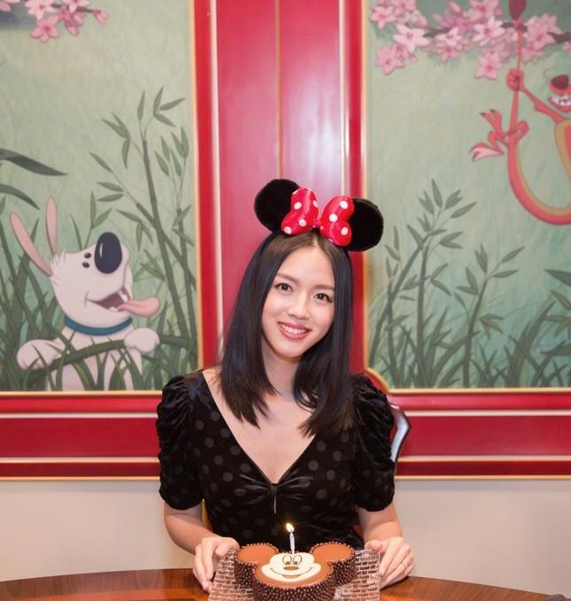 Hoa hậu Thế giới Trương Tử Lâm đón sinh nhật cùng con gái ở Disneyland ảnh 8