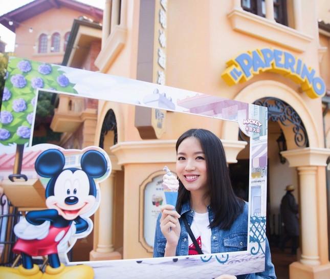 Hoa hậu Thế giới Trương Tử Lâm đón sinh nhật cùng con gái ở Disneyland ảnh 10