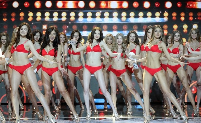 Vẻ thanh xuân tươi trẻ của cô gái 18 tuổi lên ngôi Hoa hậu Nga 2018 ảnh 12