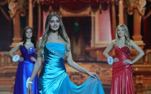 Vẻ thanh xuân tươi trẻ của cô gái 18 tuổi lên ngôi Hoa hậu Nga 2018 ảnh 11