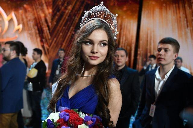 Vẻ thanh xuân tươi trẻ của cô gái 18 tuổi lên ngôi Hoa hậu Nga 2018 ảnh 5