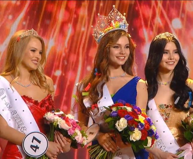 Rung động nhan sắc đời thường của Hoa hậu Nga 18 tuổi vừa đăng quang ảnh 1
