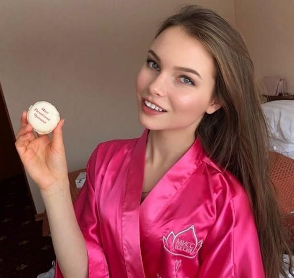 Rung động nhan sắc đời thường của Hoa hậu Nga 18 tuổi vừa đăng quang ảnh 13