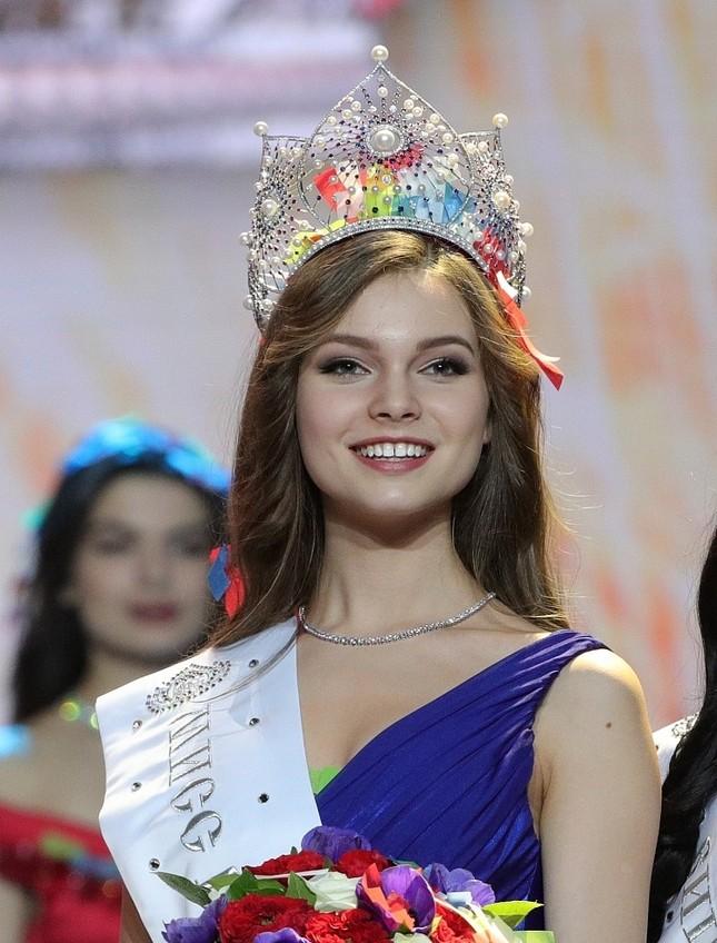 Vẻ thanh xuân tươi trẻ của cô gái 18 tuổi lên ngôi Hoa hậu Nga 2018 ảnh 3