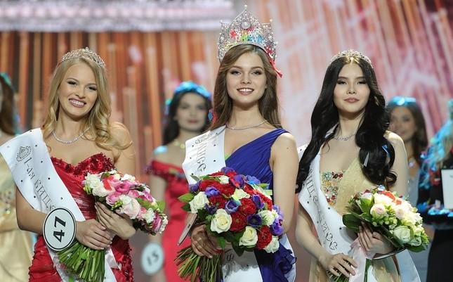 Vẻ thanh xuân tươi trẻ của cô gái 18 tuổi lên ngôi Hoa hậu Nga 2018 ảnh 1