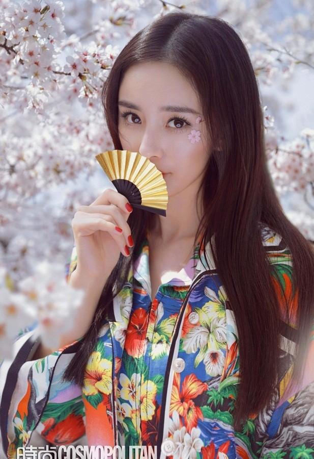 Dương Mịch lung linh tựa tiên nữ giữa vườn hoa anh đào ảnh 2