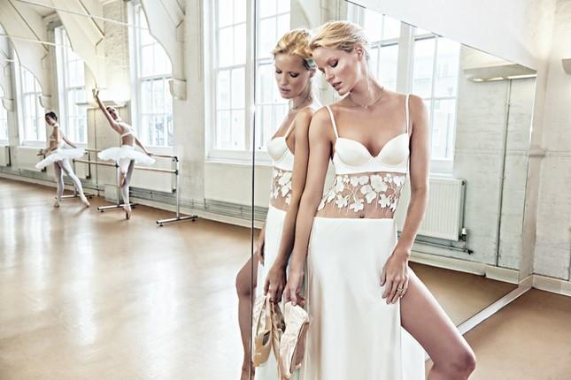 Siêu mẫu Thụy Điển cao 1m80 diện nội y tuyệt đẹp trên sàn ba lê ảnh 2