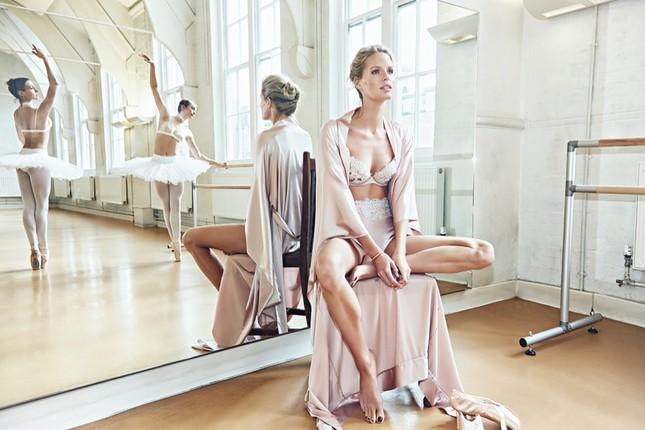 Siêu mẫu Thụy Điển cao 1m80 diện nội y tuyệt đẹp trên sàn ba lê ảnh 3