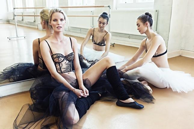 Siêu mẫu Thụy Điển cao 1m80 diện nội y tuyệt đẹp trên sàn ba lê ảnh 8