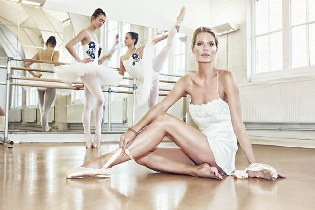Siêu mẫu Thụy Điển cao 1m80 diện nội y tuyệt đẹp trên sàn ba lê ảnh 11