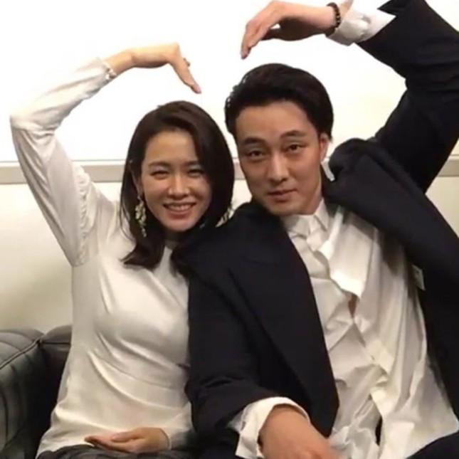 'Chị đẹp' Son Ye Jin thả tim vì hành động của tài tử 'Giày thủy tinh' ảnh 2