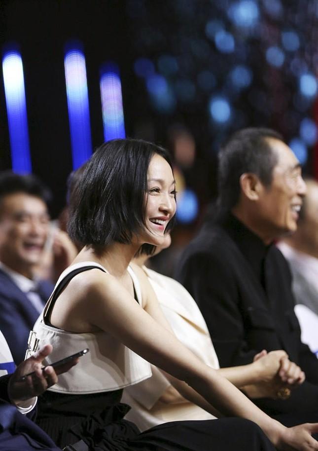 Hình ảnh tươi trẻ hiếm hoi của Châu Tấn sau tin đồn ly hôn ảnh 3