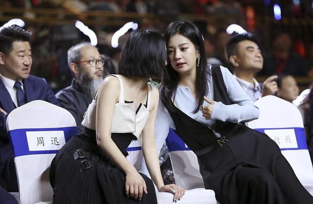 Hình ảnh tươi trẻ hiếm hoi của Châu Tấn sau tin đồn ly hôn ảnh 6