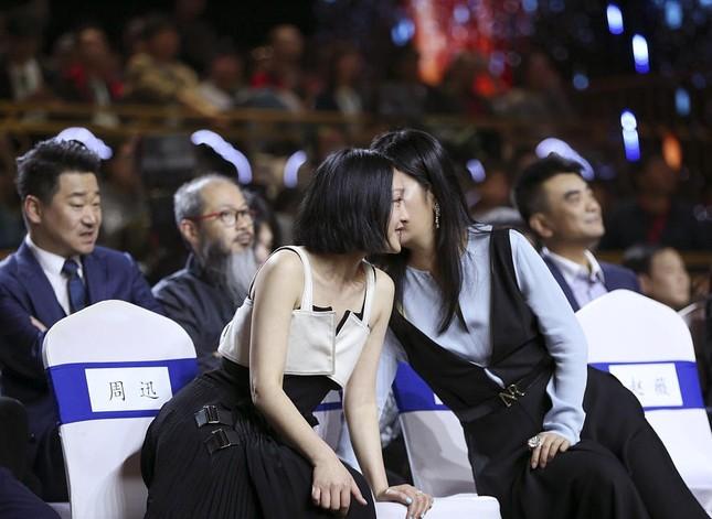 Hình ảnh tươi trẻ hiếm hoi của Châu Tấn sau tin đồn ly hôn ảnh 4
