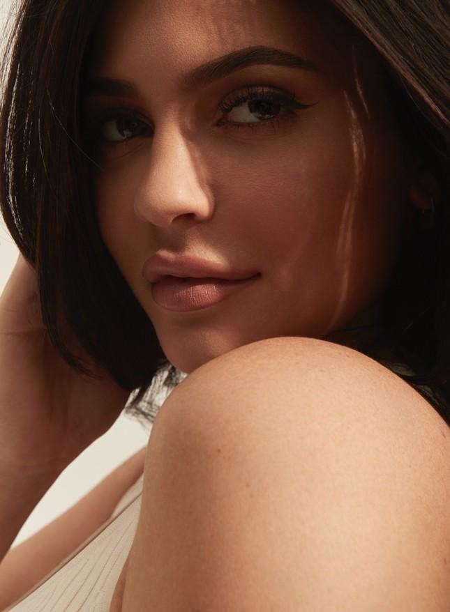 Em gái đôi mươi của Kim Kardashian khoe dáng 'đồng hồ cát' sau sinh ảnh 4