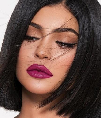 Em gái đôi mươi của Kim Kardashian khoe dáng 'đồng hồ cát' sau sinh ảnh 11