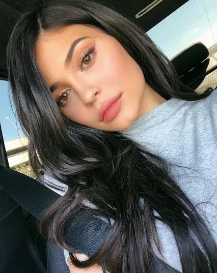 Em gái đôi mươi của Kim Kardashian khoe dáng 'đồng hồ cát' sau sinh ảnh 8
