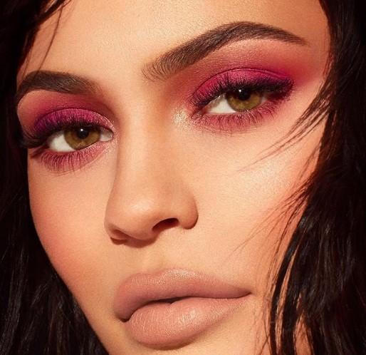Em gái đôi mươi của Kim Kardashian khoe dáng 'đồng hồ cát' sau sinh ảnh 12