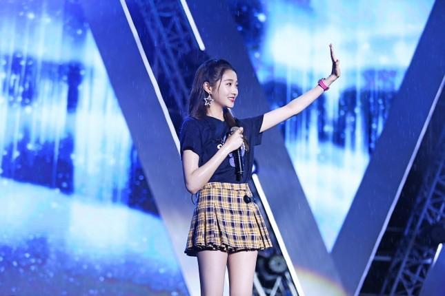Người yêu mỹ nam Luhan nổi bật với đôi chân dài, dáng siêu mẫu ảnh 1