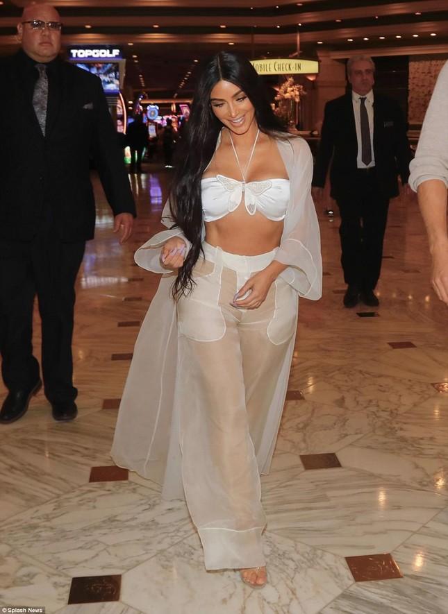Kim Kardashian diện xuyên thấu siêu quyến rũ ở Las Vegas ảnh 4