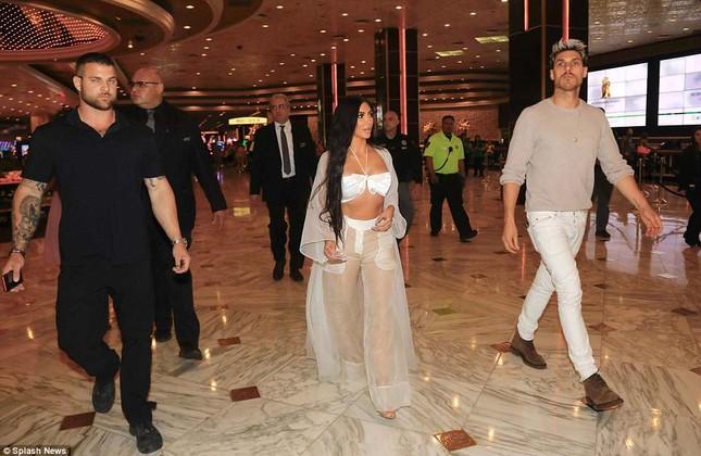 Kim Kardashian diện xuyên thấu siêu quyến rũ ở Las Vegas ảnh 7