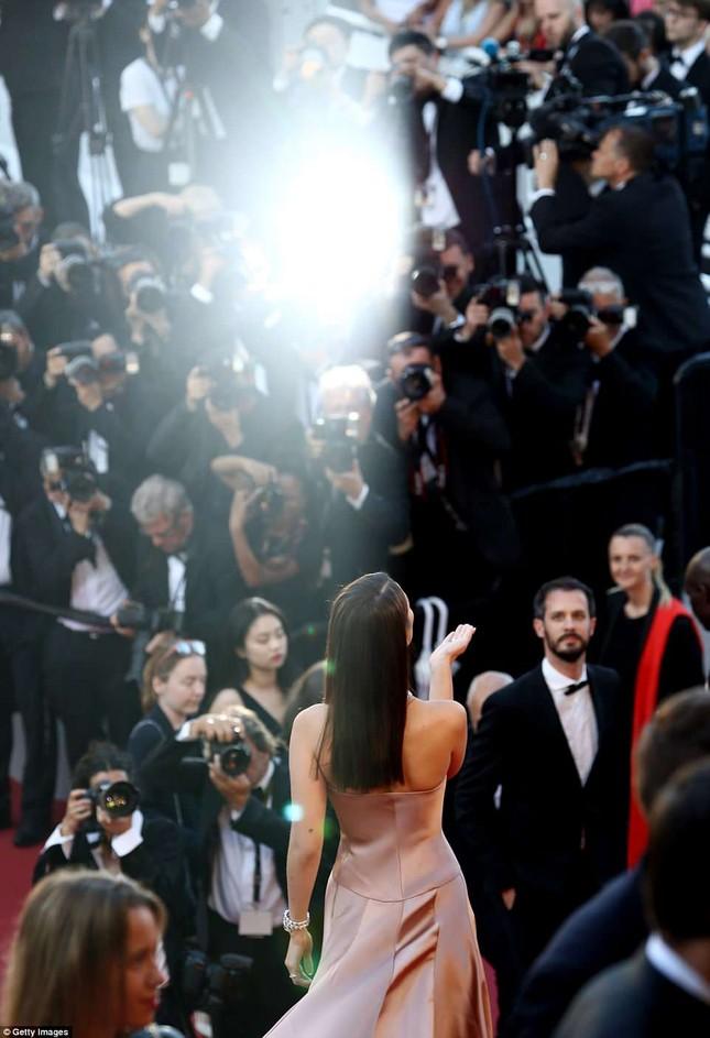 Dàn mỹ nhân gợi cảm nhất thảm đỏ Cannes ngày thứ 4 ảnh 22