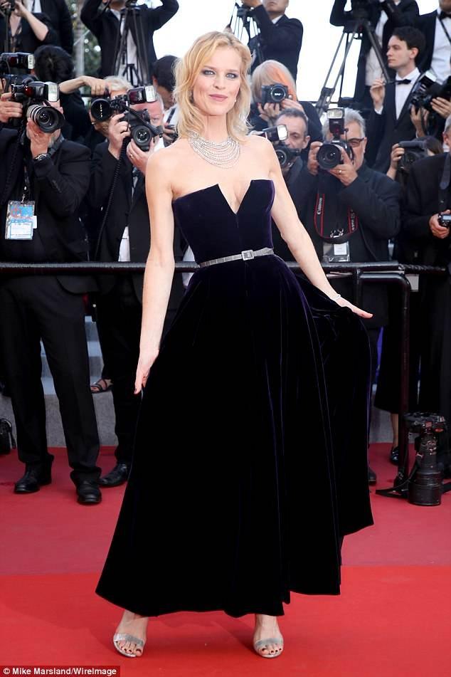Dàn mỹ nhân gợi cảm nhất thảm đỏ Cannes ngày thứ 4 ảnh 13