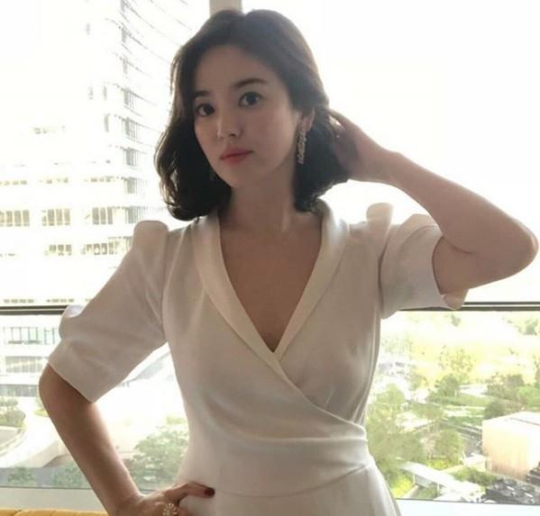 Song Hye Kyo duyên dáng nền nã ở Thượng Hải ảnh 3