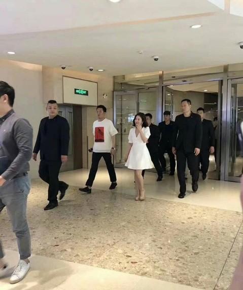 Song Hye Kyo duyên dáng nền nã ở Thượng Hải ảnh 2