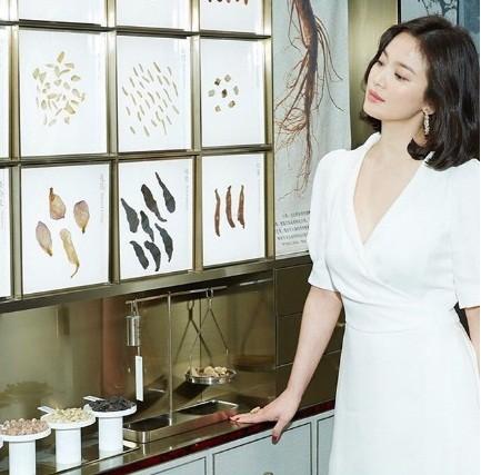 Song Hye Kyo duyên dáng nền nã ở Thượng Hải ảnh 6