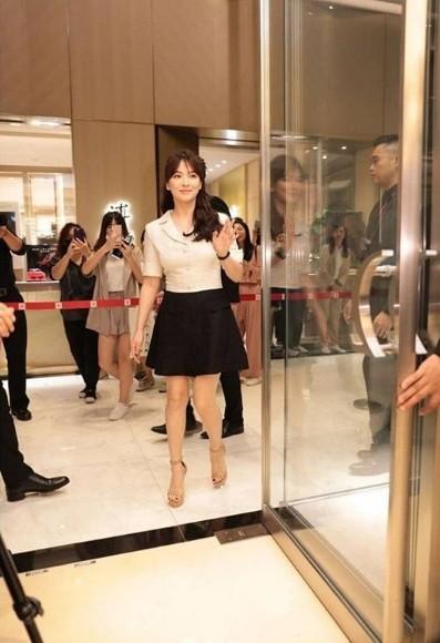 Gần 40 tuổi, Song Hye Kyo vẫn trẻ đẹp như búp bê ảnh 1