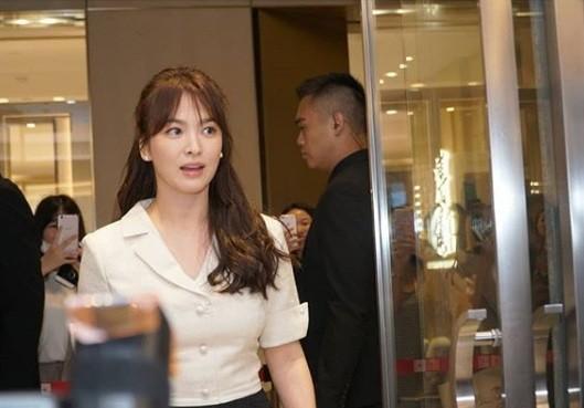 Gần 40 tuổi, Song Hye Kyo vẫn trẻ đẹp như búp bê ảnh 2