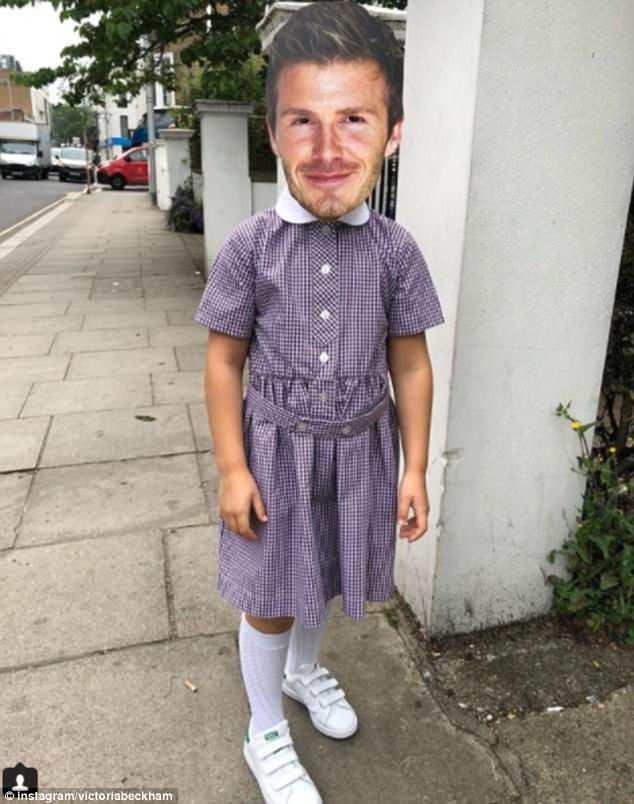 Victoria Beckham đăng ảnh hài hước con gái Harper đeo mặt nạ bố David ảnh 1