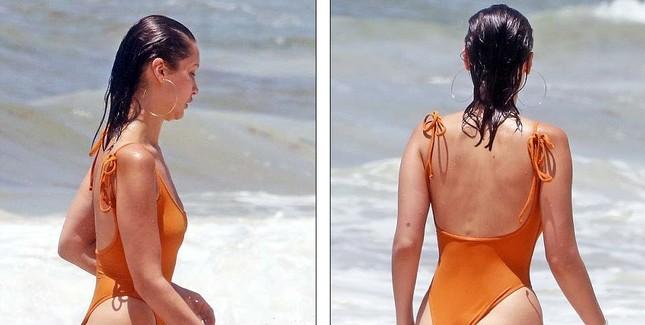 Bella Hadid áo tắm hút mắt đùa giỡn sóng biển ảnh 7
