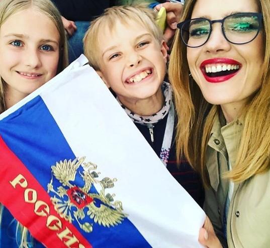 Tiết lộ về 'bóng hồng' Nga mở khóa vali đựng cúp vàng World Cup ảnh 10
