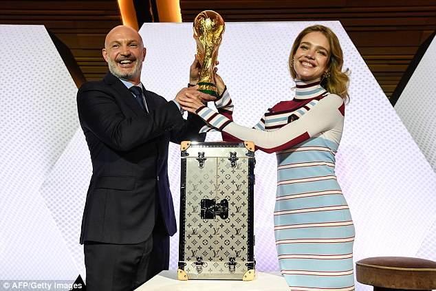 Tiết lộ về 'bóng hồng' Nga mở khóa vali đựng cúp vàng World Cup ảnh 3